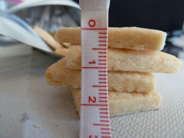 サブレの厚みを計測